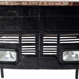 TRADEMARK LIVING Cool bar med et råt udtryk - front fra gammel lastbil